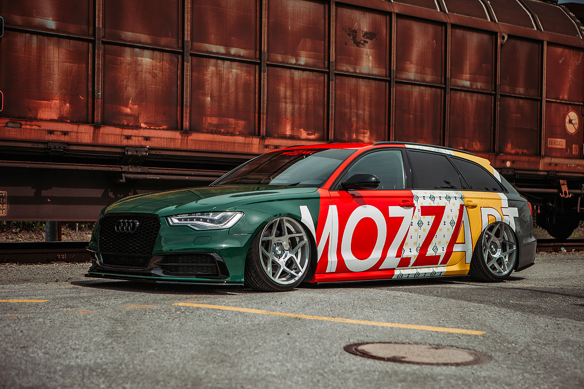 bunte_Designfolierung_Audi_a6_mit_mozzartschriftzug